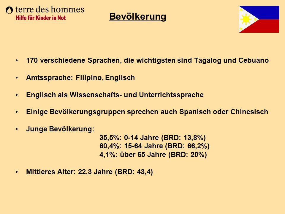170 verschiedene Sprachen, die wichtigsten sind Tagalog und Cebuano Amtssprache: Filipino, Englisch Englisch als Wissenschafts- und Unterrichtssprache