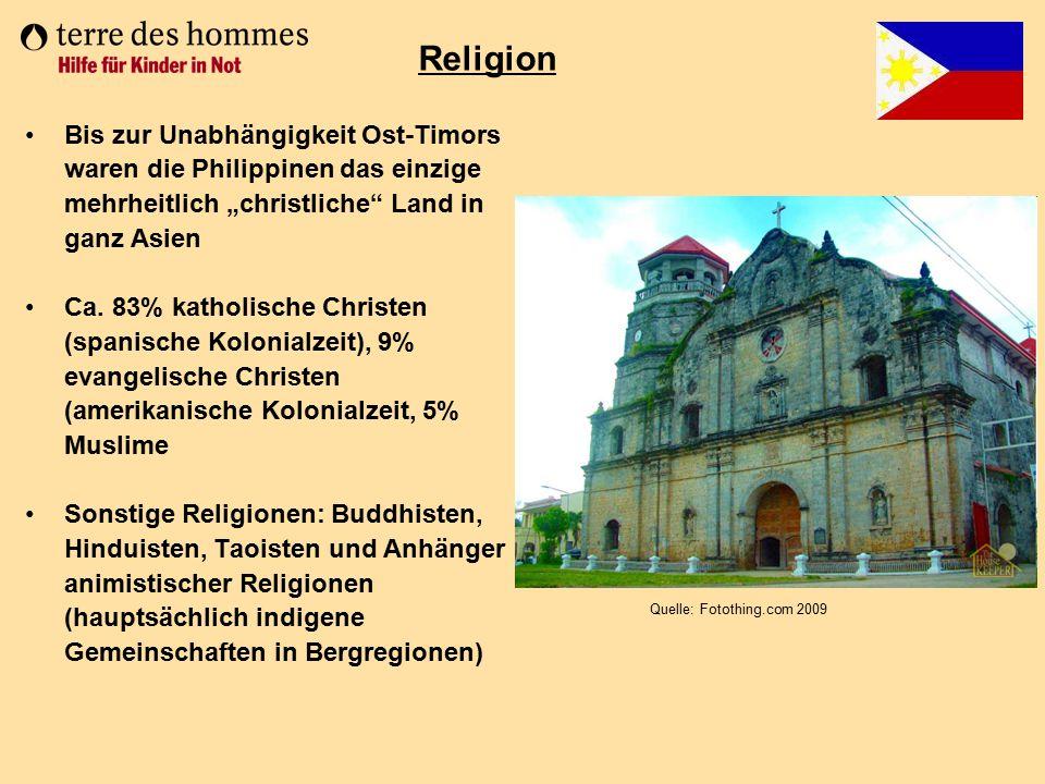 """Bis zur Unabhängigkeit Ost-Timors waren die Philippinen das einzige mehrheitlich """"christliche"""" Land in ganz Asien Ca. 83% katholische Christen (spanis"""