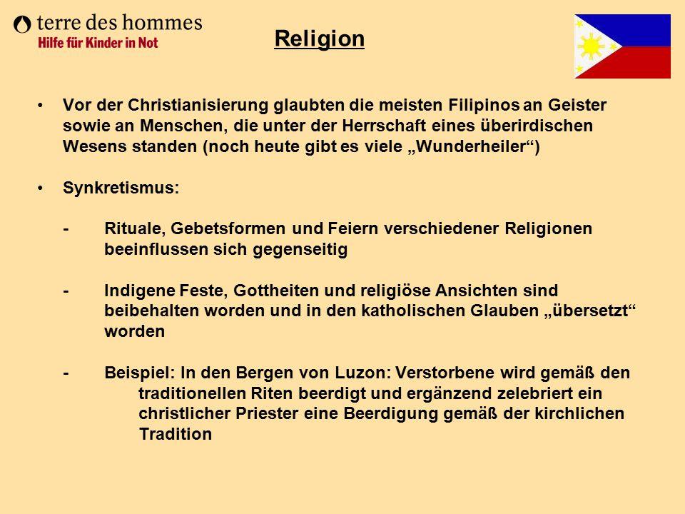 Vor der Christianisierung glaubten die meisten Filipinos an Geister sowie an Menschen, die unter der Herrschaft eines überirdischen Wesens standen (no