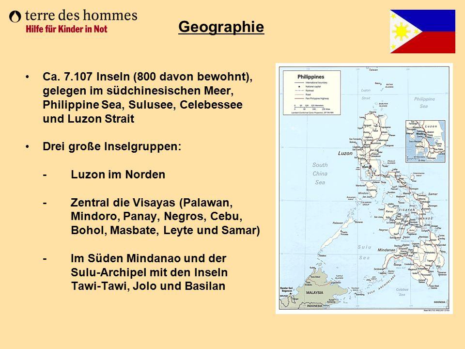 Ca. 7.107 Inseln (800 davon bewohnt), gelegen im südchinesischen Meer, Philippine Sea, Sulusee, Celebessee und Luzon Strait Drei große Inselgruppen: -