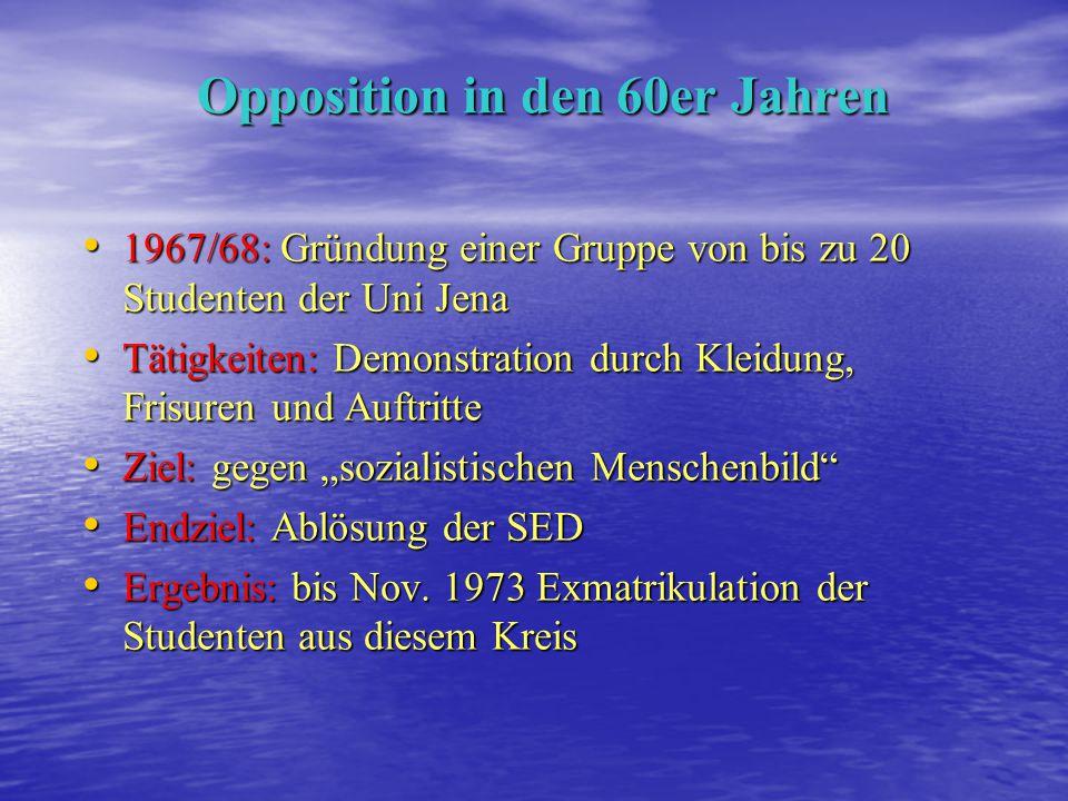 Mitglieder der Jungen Gemeinde und der Friedensgemeinschaft auf dem Weg zur staatlichen Friedensbekundung.