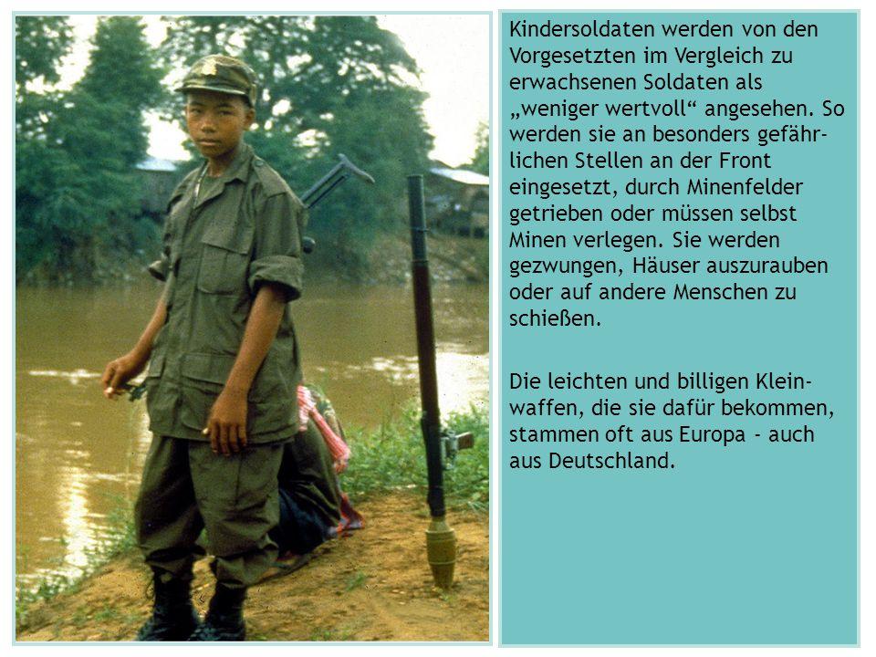 """Kindersoldaten werden von den Vorgesetzten im Vergleich zu erwachsenen Soldaten als """"weniger wertvoll"""" angesehen. So werden sie an besonders gefähr- l"""