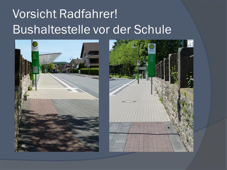 Vorsicht Radfahrer! Bushaltestelle vor der Schule
