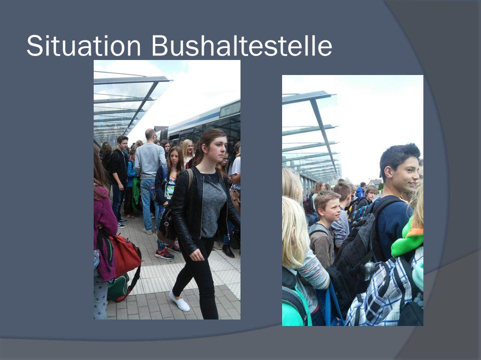 Info  Mehrere 100 Busschüler allein am St. Xaver  Über 8 Busse  Volle Busse  Lange Wartezeit