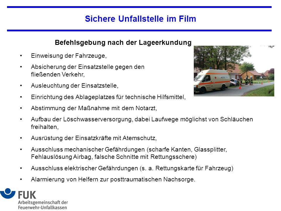 Sichere Unfallstelle im Film Einweisung der Fahrzeuge, Absicherung der Einsatzstelle gegen den fließenden Verkehr, Ausleuchtung der Einsatzstelle, Ein