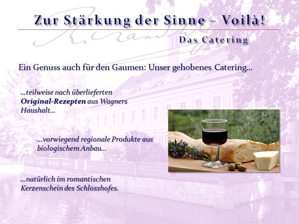 Ein Genuss auch für den Gaumen: Unser gehobenes Catering… …natürlich im romantischen Kerzenschein des Schlosshofes. …teilweise nach überlieferten Orig