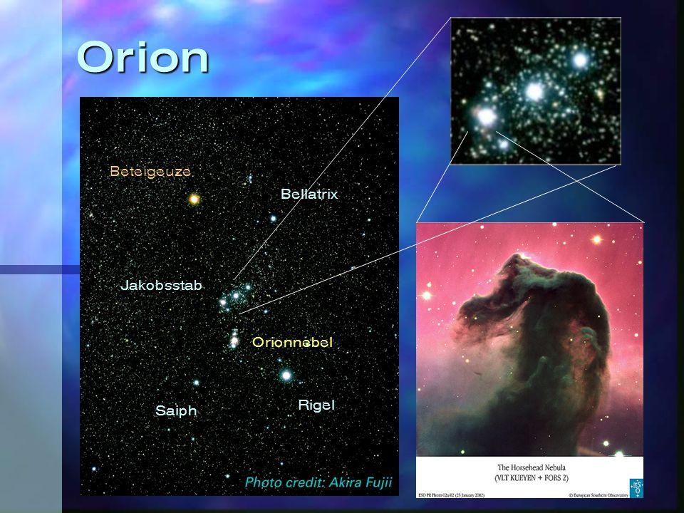 """Zeitreisen I  Das Teleskop als Zeitmaschine: """"Ein Blick an den Nachthimmel ist eine Zeitreise! endlicher  Licht bewegt sich mit endlicher Geschwindigkeit, im Vakuum mit knapp 300 000 km/s  Entfernungen - Blicke in die Vergangenheit  Mond: eine gute Lichtsekunde  Sonne: 8 Lichtminuten  nächster Stern Proxima Centauri: 4 Lichtjahre  Zentrum der Milchstraße: 26 000 Lichtjahre  Nachbargalaxie Andromeda: 2 Mio."""