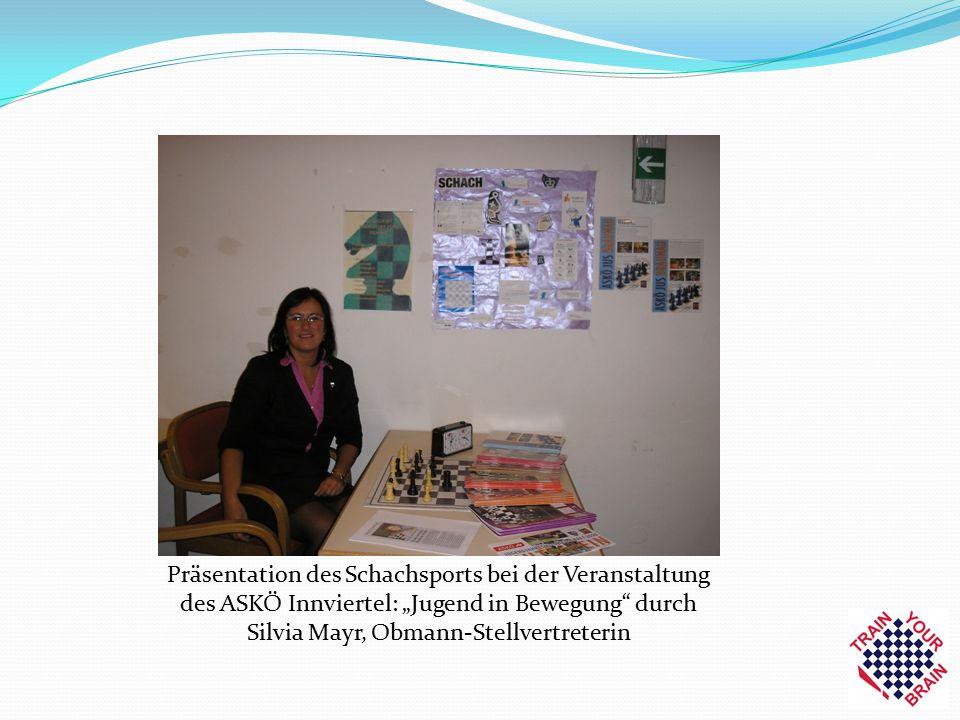 """Präsentation des Schachsports bei der Veranstaltung des ASKÖ Innviertel: """"Jugend in Bewegung"""" durch Silvia Mayr, Obmann-Stellvertreterin"""