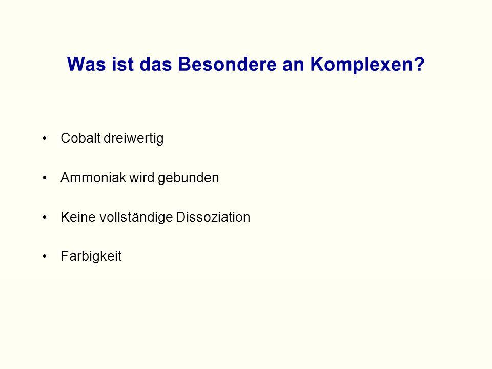 """Zur Geschichte des Berliner Blau Verbindung schon lange bekannt (1704) Es gibt noch eine """"ähnliche Verbindung: Turnbulls Blau Es wurde lange versucht, mit chemischen Methoden die Natur der beiden Verbindungen aufzuklären 1904: Fe 4 [Fe(CN) 6 ] 3"""