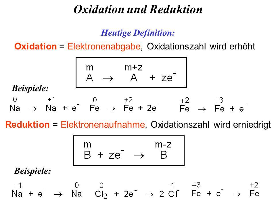 Oxidation und Reduktion Heutige Definition: Beispiele: Oxidation = Elektronenabgabe, Oxidationszahl wird erhöht Reduktion = Elektronenaufnahme, Oxidationszahl wird erniedrigt Beispiele: