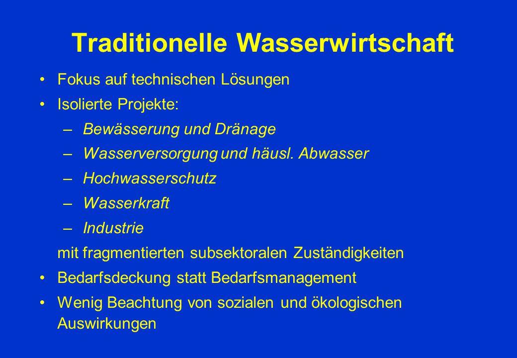 Traditionelle Wasserwirtschaft Fokus auf technischen Lösungen Isolierte Projekte: – Bewässerung und Dränage – Wasserversorgung und häusl. Abwasser – H