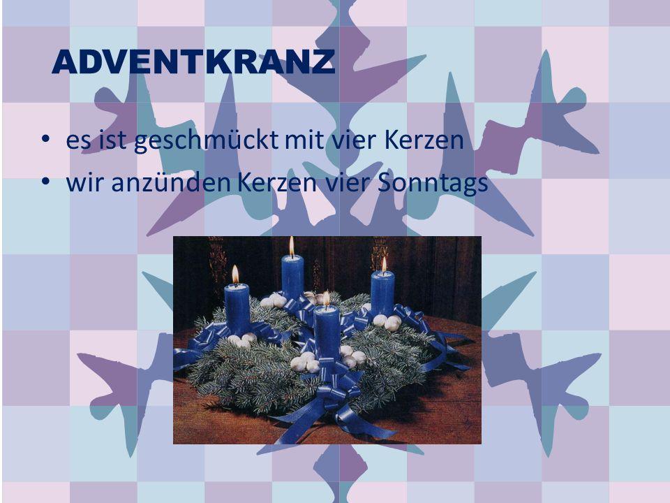 ADVENTKRANZ es ist geschmückt mit vier Kerzen wir anzünden Kerzen vier Sonntags