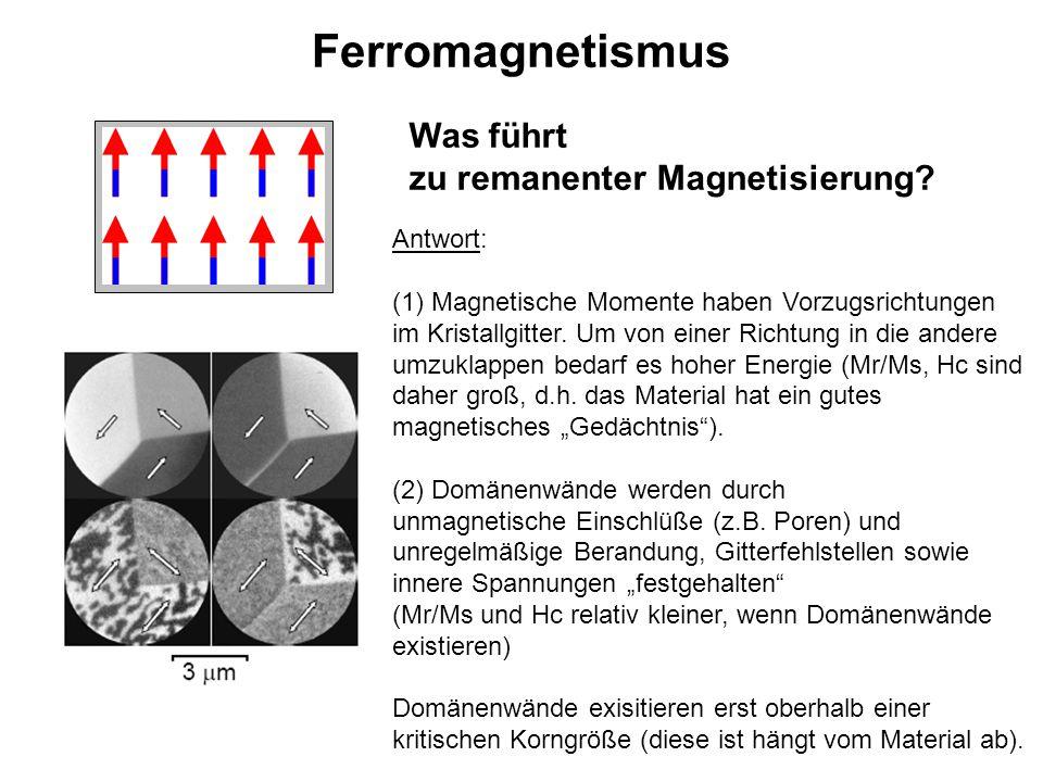Ferromagnetismus Was führt zu remanenter Magnetisierung? Antwort: (1) Magnetische Momente haben Vorzugsrichtungen im Kristallgitter. Um von einer Rich