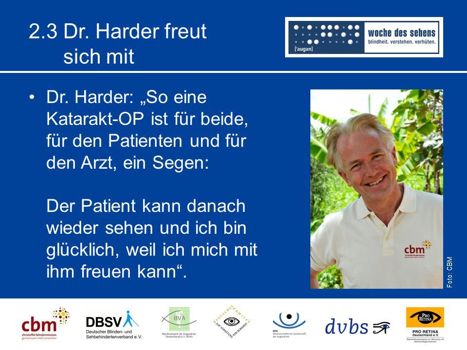 """2.3 Dr. Harder freut sich mit Dr. Harder: """"So eine Katarakt-OP ist für beide, für den Patienten und für den Arzt, ein Segen: Der Patient kann danach w"""
