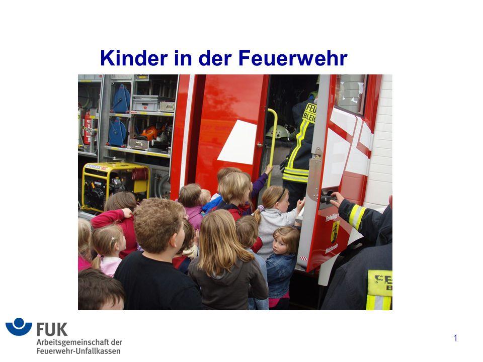 2 Aufgaben und Ziele der Kinder in der Feuerwehr sind insbesondere Spielerische Vorbereitung auf die Mitgliedschaft in der Jugendfeuerwehr Erziehung der Mitglieder zur Nächstenhilfe Erziehung zur Gruppen- und Teamfähigkeit Förderung der sozialen Kompetenz