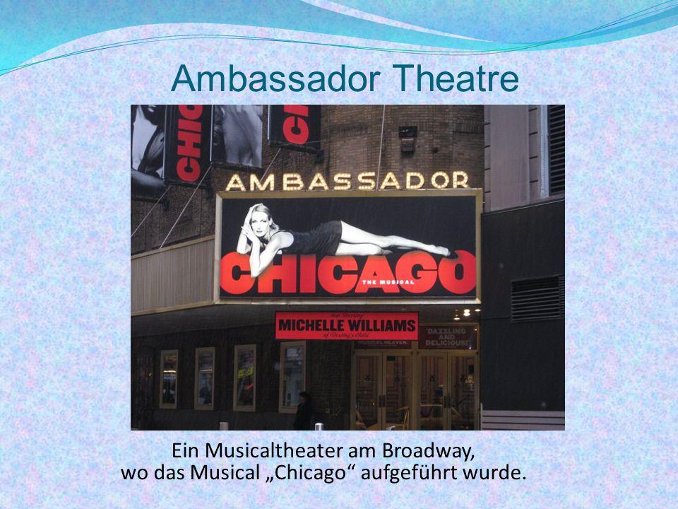 """Ambassador Theatre Ein Musicaltheater am Broadway, wo das Musical """"Chicago aufgeführt wurde."""