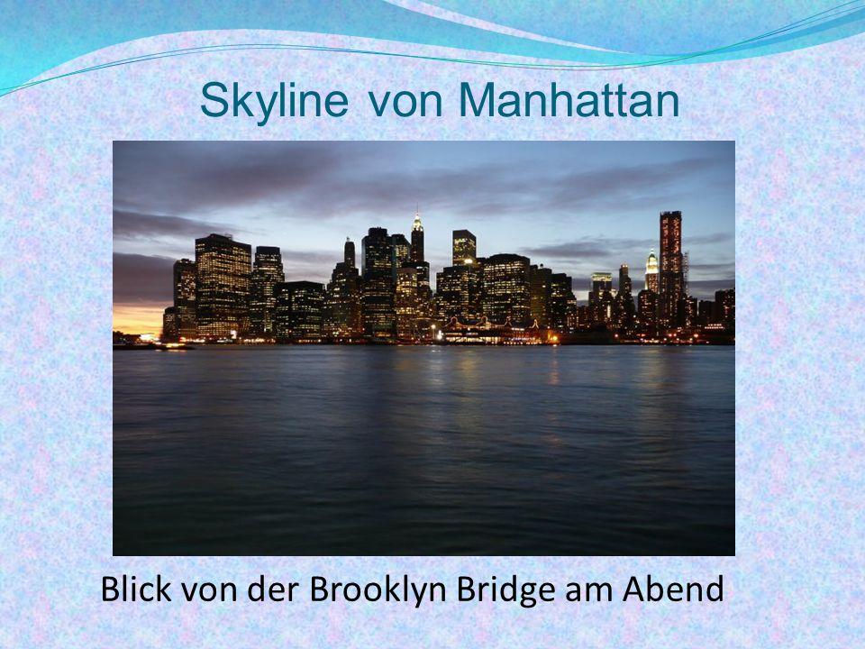 Skyline von Manhattan Blick von der Brooklyn Bridge am Abend
