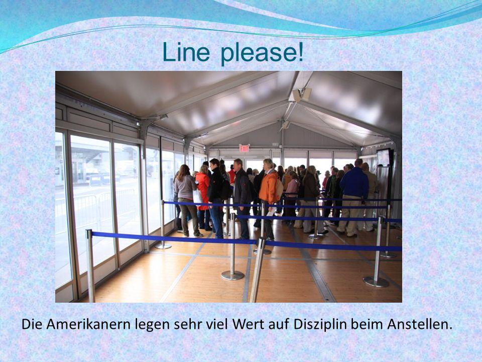 Line please! Die Amerikanern legen sehr viel Wert auf Disziplin beim Anstellen.