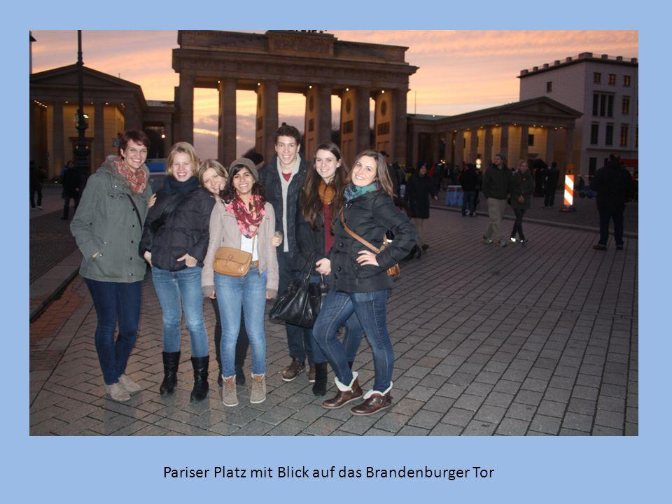 Pariser Platz mit Blick auf das Brandenburger Tor