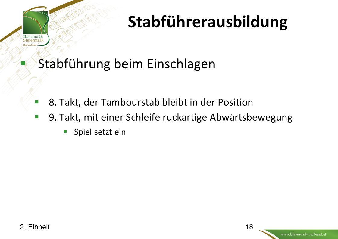 Stabführerausbildung  Stabführung beim Einschlagen  8. Takt, der Tambourstab bleibt in der Position  9. Takt, mit einer Schleife ruckartige Abwärts