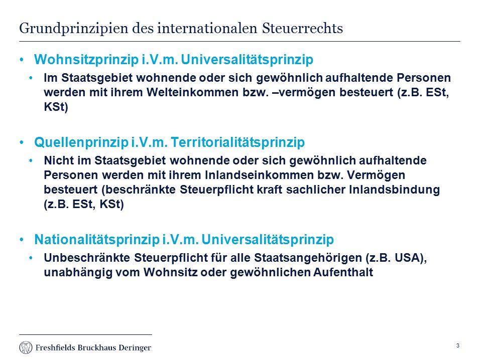 Print slide Steuerliche Auswirkungen Bei S: Im Inland (Deutschland): Grundsätzlich löst die Schenkung Erbschaftsteuer aus (Ausnahme: Begünstigtes Vermögen – 13a, 13b ErbStG) In Liechtenstein Keine Erbanfall-, Ertrag- oder Schenkungsteuer Keine Erbersatzbesteuerung Sperrwirkung für Thesaurierung Abgeltungssteuersatz auf Ausschüttungen, auch bei Kapitalanlagen im Inland oder Spezialfonds 14