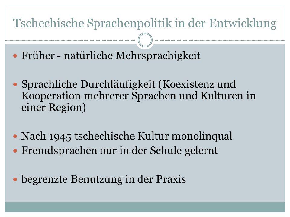 Tschechische Sprachenpolitik in der Entwicklung Früher - natürliche Mehrsprachigkeit Sprachliche Durchläufigkeit (Koexistenz und Kooperation mehrerer