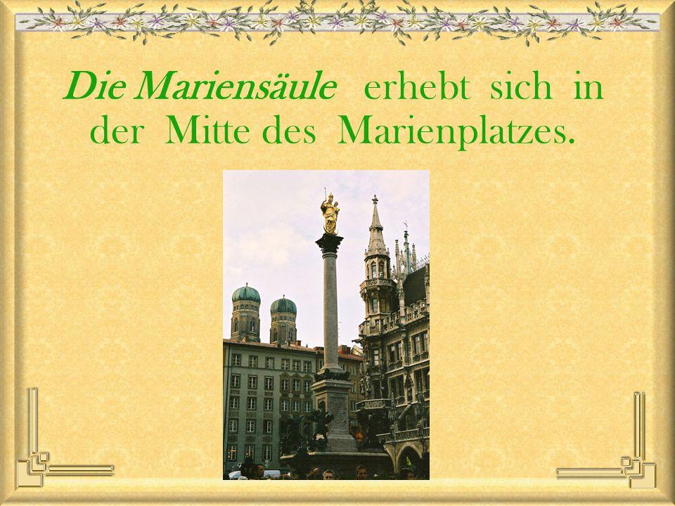 Die Mariensäule erhebt sich in der Mitte des Marienplatzes.