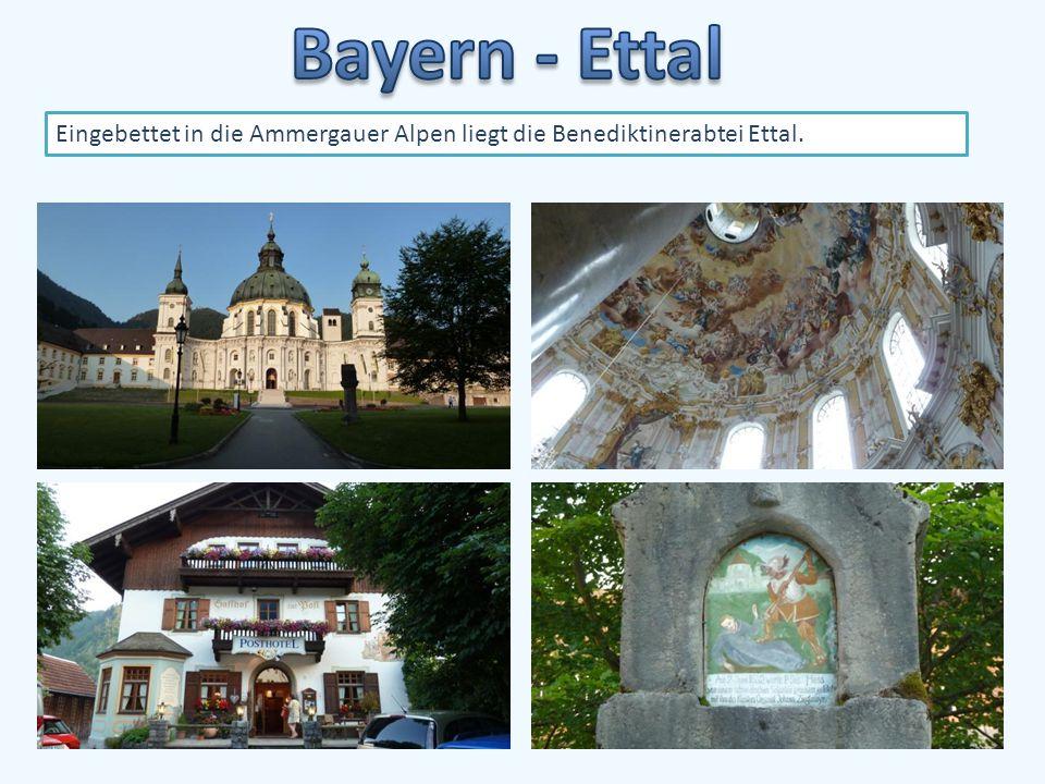 Eingebettet in die Ammergauer Alpen liegt die Benediktinerabtei Ettal.