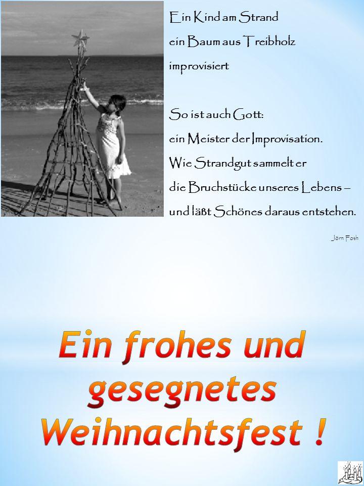 Ein Kind am Strand ein Baum aus Treibholz improvisiert So ist auch Gott: ein Meister der Improvisation.