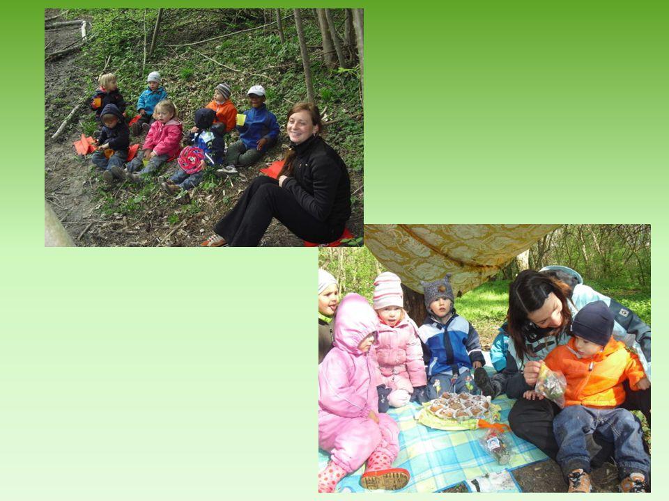 Tagesablauf und Öffnungszeiten Der Waldkindergarten hat im Jahr 5 Wochen geschlossen.
