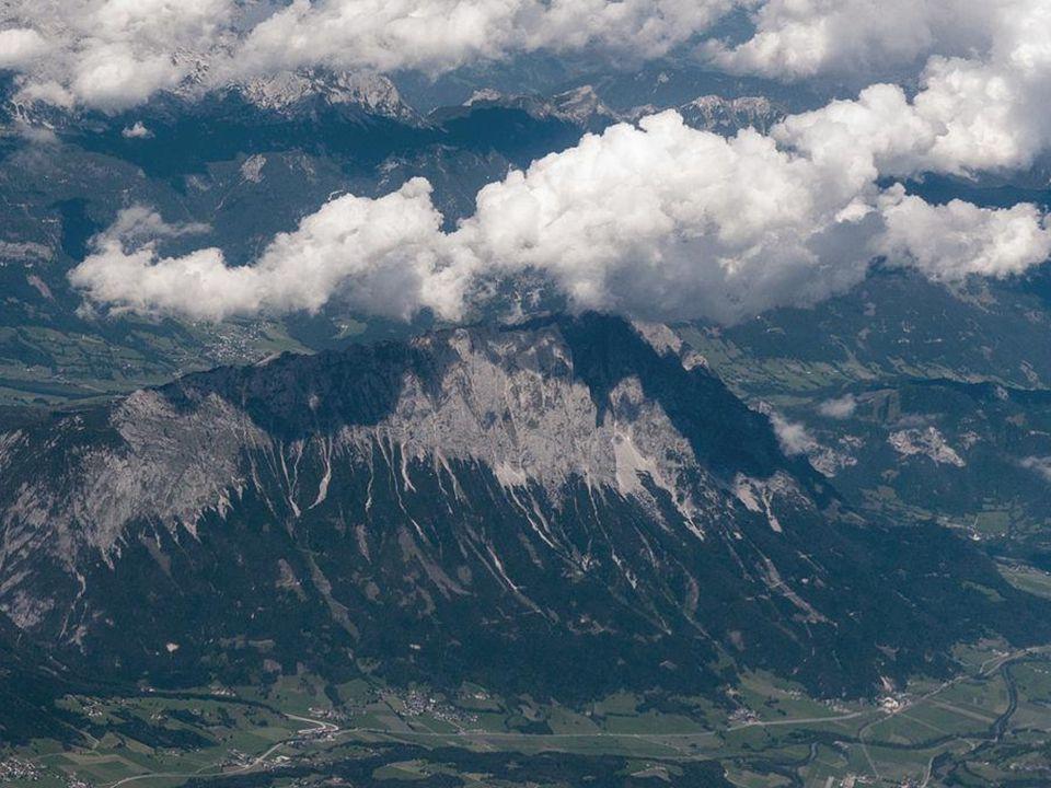 DerGrimming ist ein isolierter Gebirgsstock zwischen Ennstal und Salzkammergut, der zum Dachsteingebirge gezählt wird.