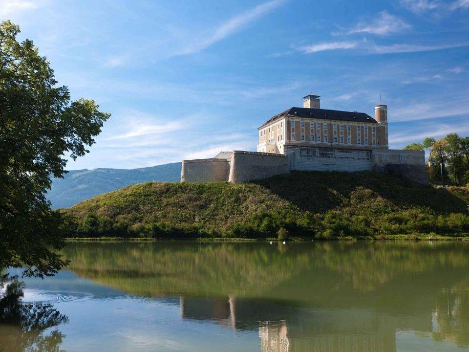 Schloss Trautenfels ist ein Schloss in der Gemeinde Pürgg-Trautenfels.