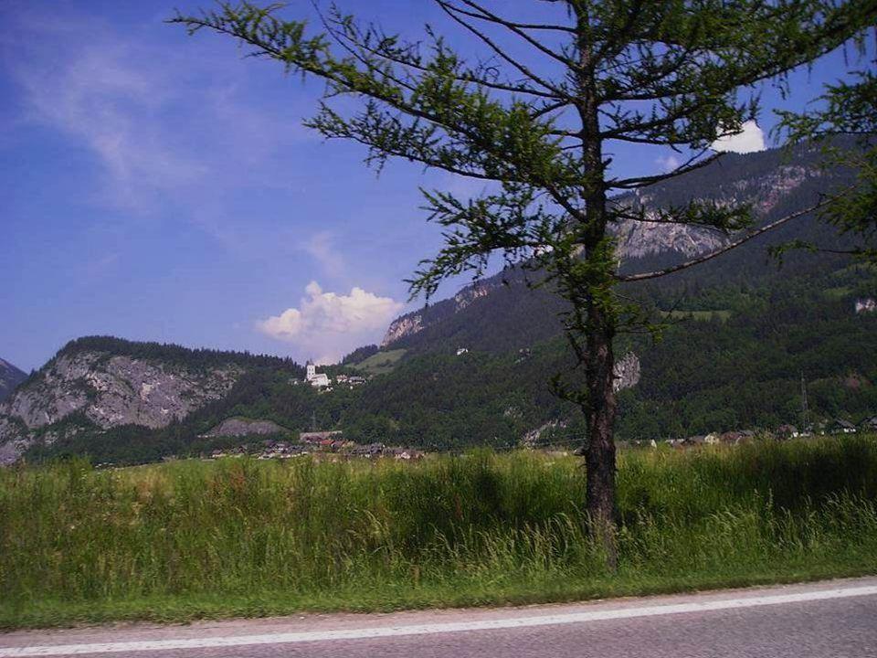 """Die malerische Ortschaft Pürgg von Peter Rosegger """"das Kripperl der Steiermark genannt, befindet sich auf einem kleinen Plateau, etwa 150 m über dem Talgrund des Grimmingbachs."""