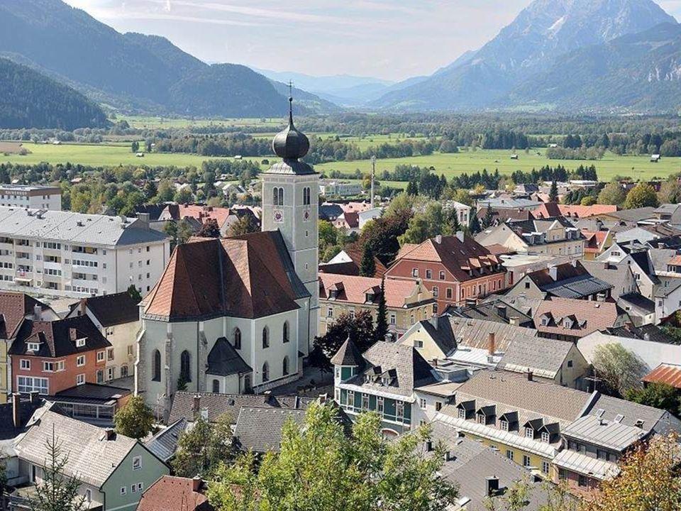 Liezen ist die Hauptstadt des Bezirks Liezen, des größten Bezirks Österreichs.