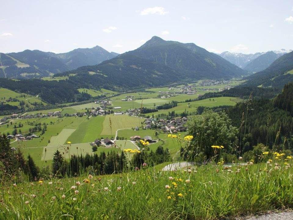 """Das Flachauer Tal ortsüblich allgemein """"die Flachau , ist das Quelltal der Enns in den Niederen Tauern."""