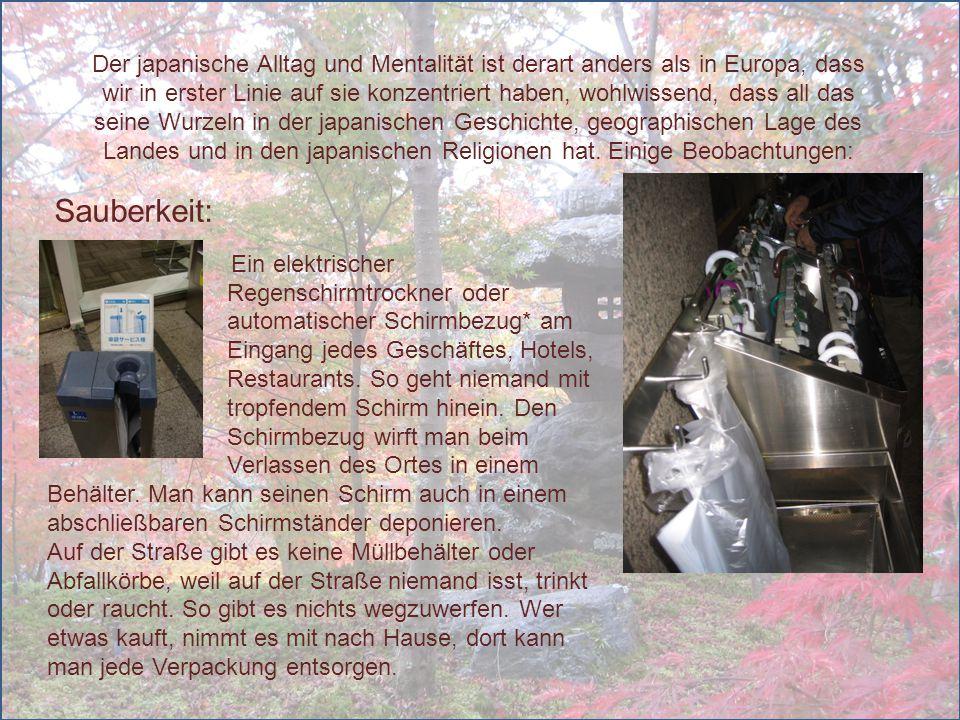 In allen Restaurants, Bistros verteilt die Bedienung jedem Gast noch vor der Bestellung heiße Frottiertüchleins zum Händewaschen.