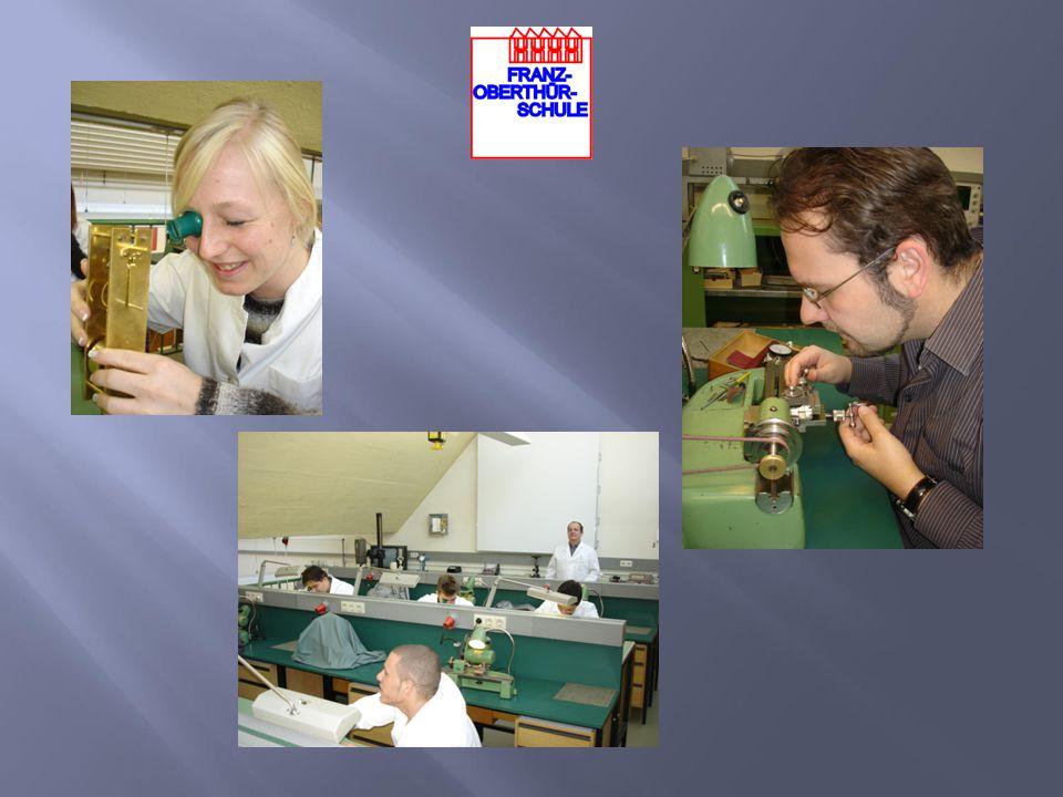 In der Zeit ihres Bestehens haben inzwischen über 500 Uhrmacher- meister hier ihre Prüfungen absolviert.