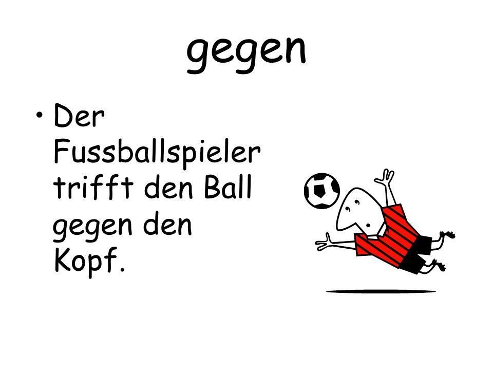 gegen Der Fussballspieler trifft den Ball gegen den Kopf.