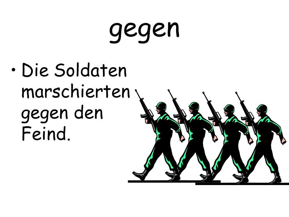 gegen Die Soldaten marschierten gegen den Feind.