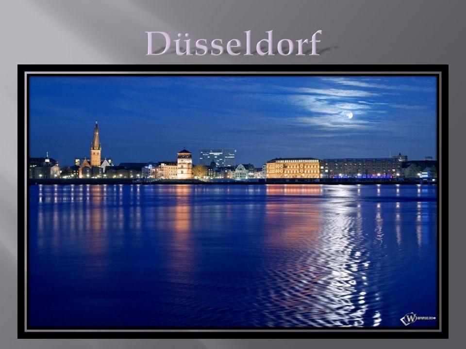 Düsseldorf ist ein Verwaltungs- und Bankenzentrum des Ruhrgebietes und zugleich die Hauptstadt des Landes Nordrhein - Westfalen.