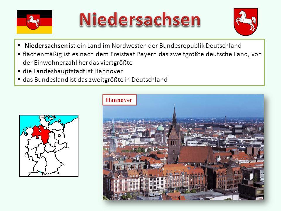  Niedersachsen ist ein Land im Nordwesten der Bundesrepublik Deutschland  flächenmäßig ist es nach dem Freistaat Bayern das zweitgrößte deutsche Land, von der Einwohnerzahl her das viertgrößte  die Landeshauptstadt ist Hannover  das Bundesland ist das zweitgrößte in Deutschland Hannover