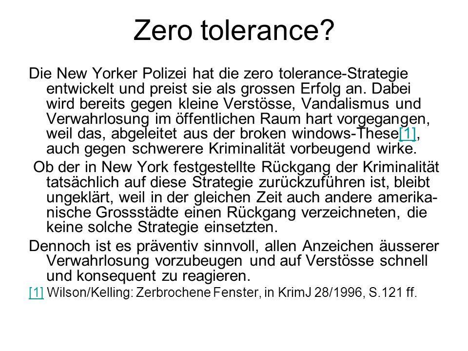 Zero tolerance? Die New Yorker Polizei hat die zero tolerance-Strategie entwickelt und preist sie als grossen Erfolg an. Dabei wird bereits gegen klei