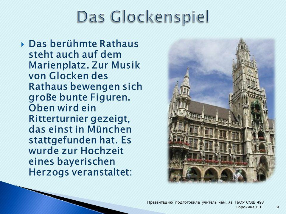  Das berühmte Rathaus steht auch auf dem Marienplatz.