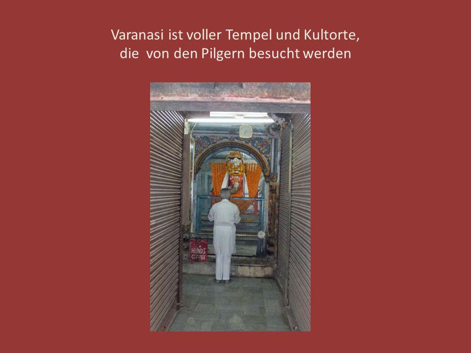 Varanasi ist voller Tempel und Kultorte, die von den Pilgern besucht werden