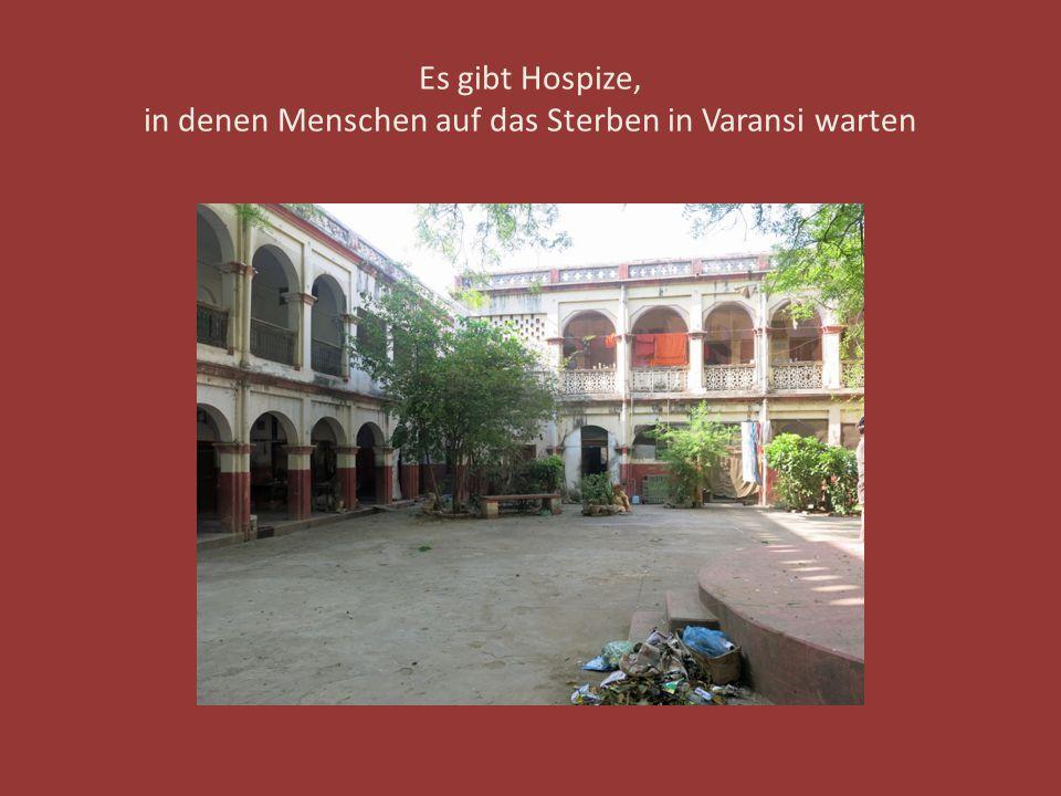 Es gibt Hospize, in denen Menschen auf das Sterben in Varansi warten