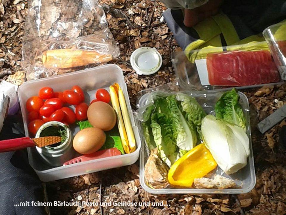 ...mit feinem Bärlauch-Pesto und Gemüse und und....