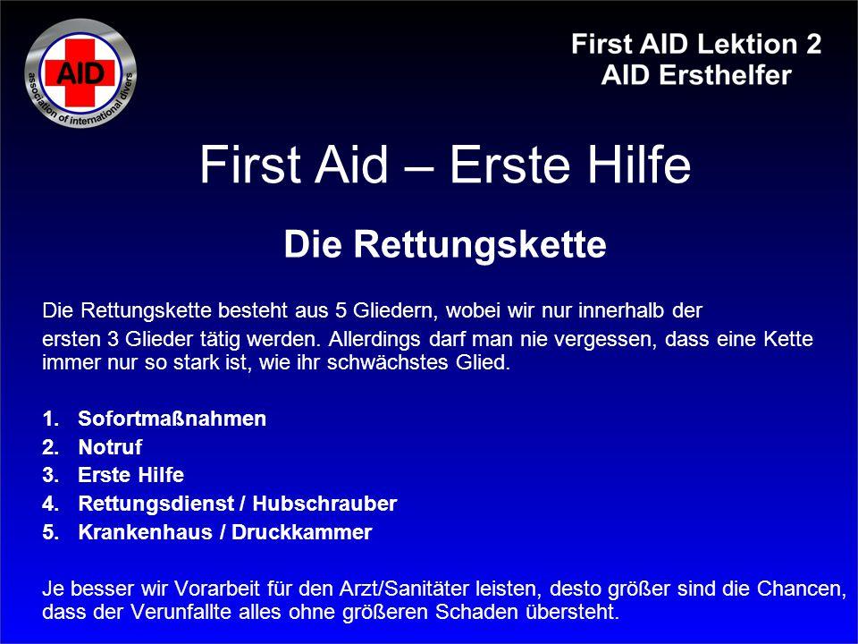 First Aid – Erste Hilfe Verbrennungen / Verbrühungen Wichtig: Keine Brandblasen aufstechen Keine Hausmittel verwenden Mit der Haut verklebte Kleidung nicht ausziehen Gebildete Hautkruste nicht abziehen