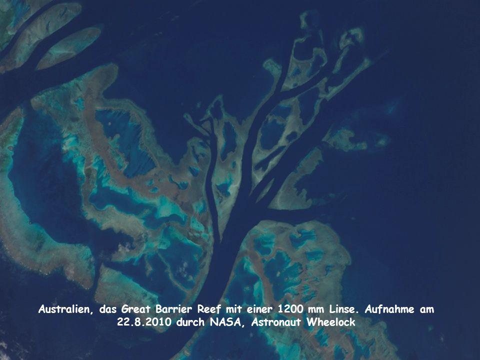 Australien, das Great Barrier Reef mit einer 1200 mm Linse. Aufnahme am 22.8.2010 durch NASA, Astronaut Wheelock