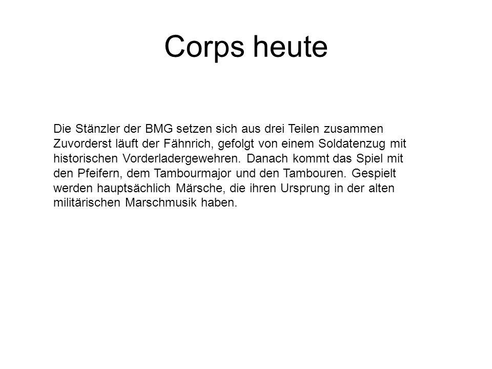 Corps heute Die Stänzler der BMG setzen sich aus drei Teilen zusammen Zuvorderst läuft der Fähnrich, gefolgt von einem Soldatenzug mit historischen Vorderladergewehren.