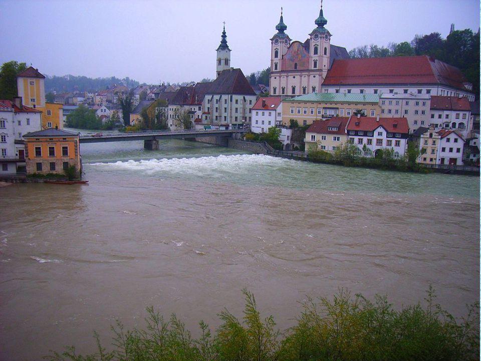 Steyr liegt am Zusammenfluss von Enns und Steyr an der Grenze zu Nieder- österreich im Alpenvorland. Zahlreiche Streufunde zeigen, dass die Gegend um